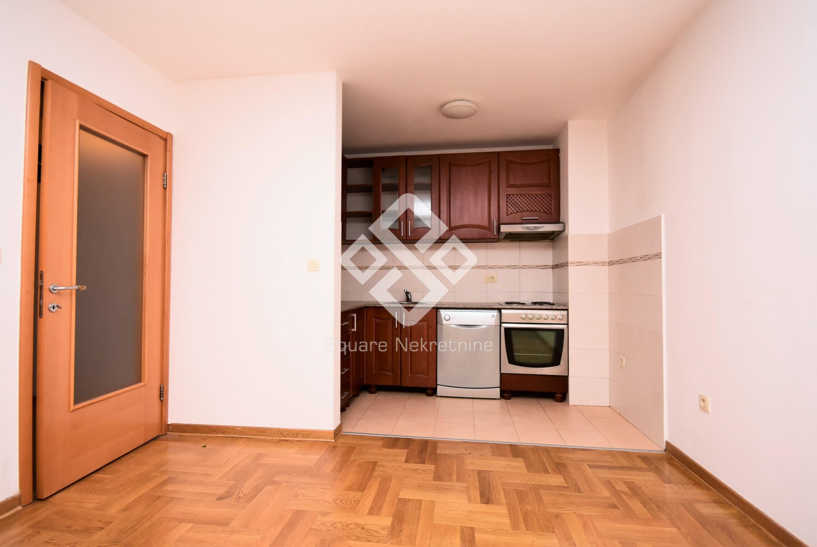 Dvosoban stan 65m2, sa kuhinjom, Stari Aerodrom