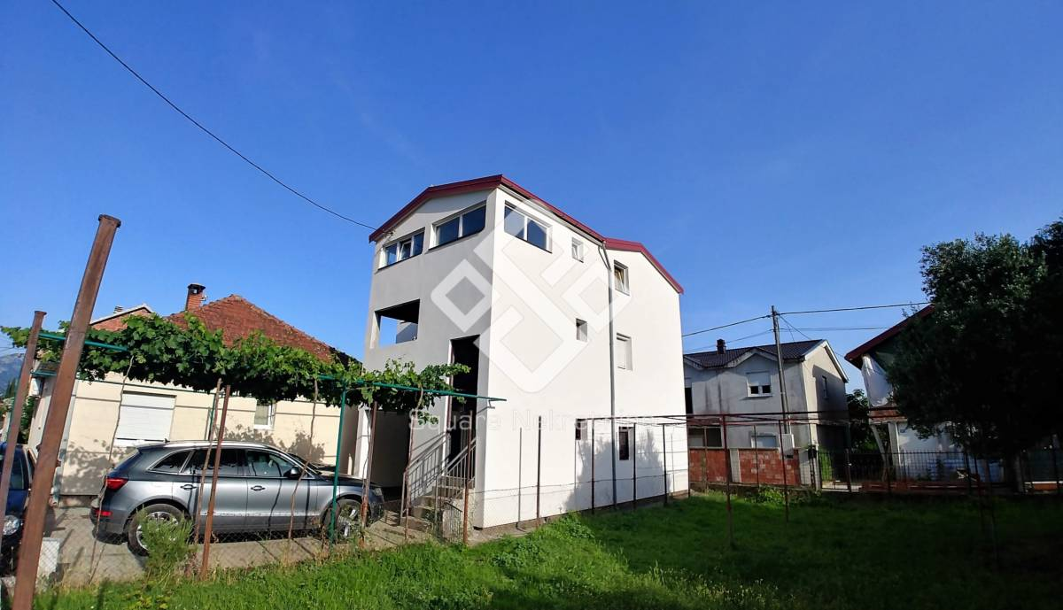 Kuca 225m2 na 200m2 placa,Zagoric